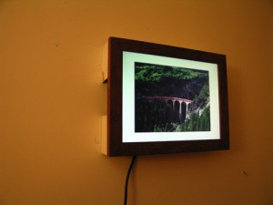 قاب عکس دیجیتالی نصب بر روی دیوار