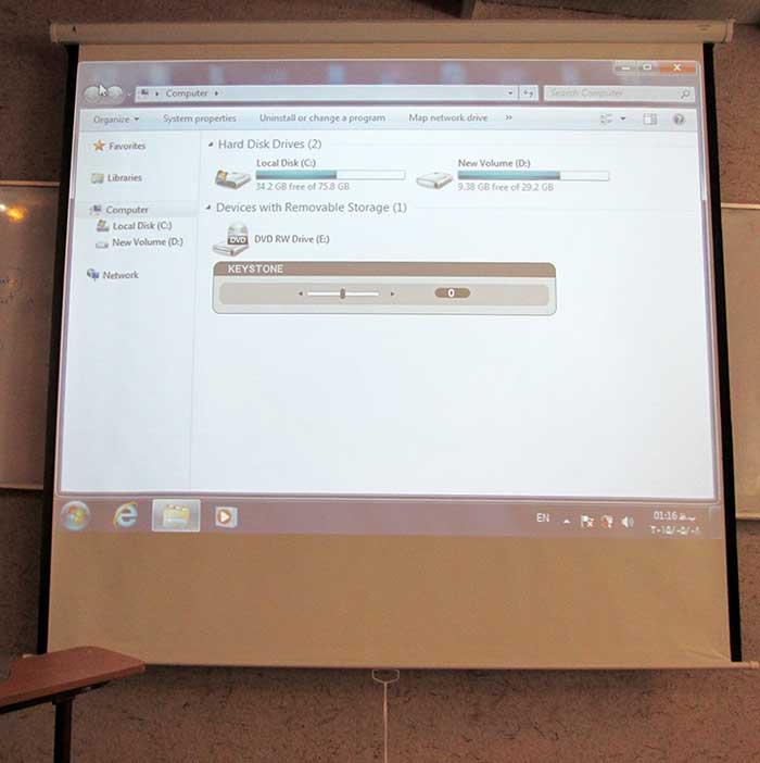 نصب دقیق ویدئوویدئو پروژکتور که نیازی به استفاده از تصحیح keystone ندارد توسط کادر فنی شرکت ایمنپردازش